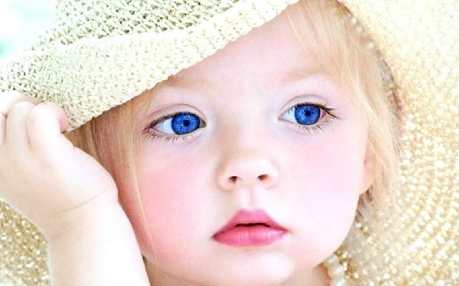 Download Cute Babies Wallpapers: New Born Babies
